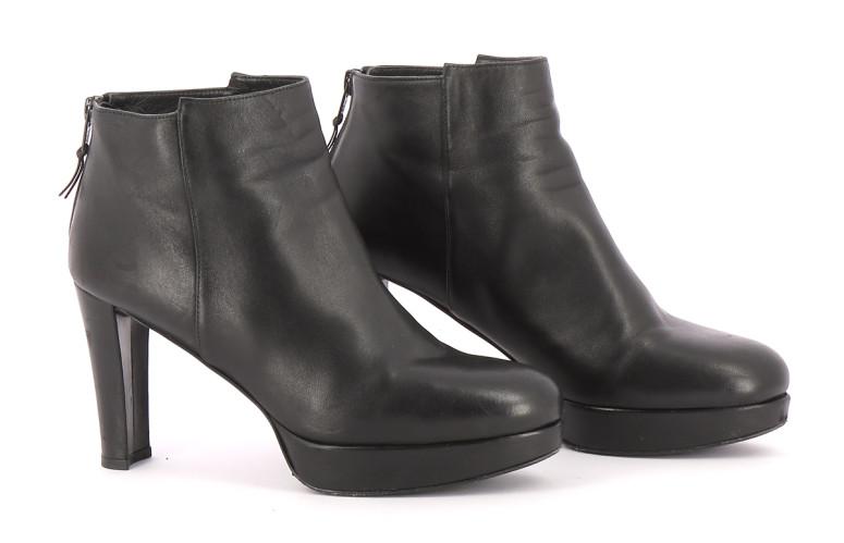 Chaussures Bottines / Low Boots STUART WEITZMAN NOIR
